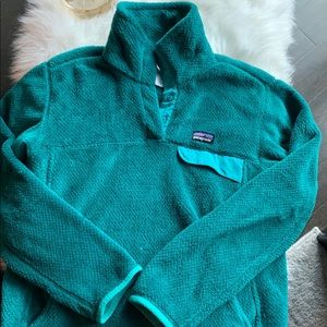 Green Patagonia T snap pullover. Size Med.